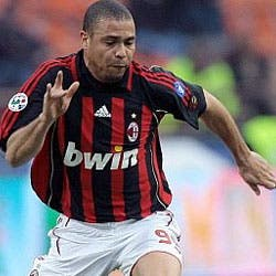 Modesto debut de Ronaldo con el Milan