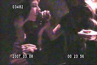 Lindsay Lohan esnifa cocaína en público