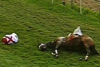Cae del caballo y muere en plena carrera