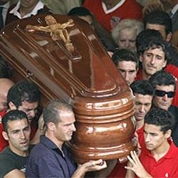 Tensión y mucha tristeza en el entierro de Antonio Puerta