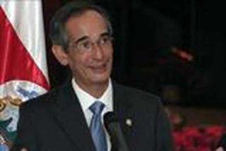 Álvaro Colom jura como presidente de Guatemala