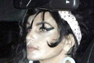 Cindy Crawford se viste de Amy Winehouse para fiesta de disfraces