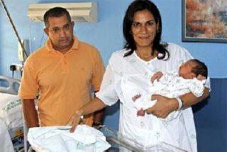 """Nace el primer bebé """"medicamento español"""" para salvar a su hermano"""