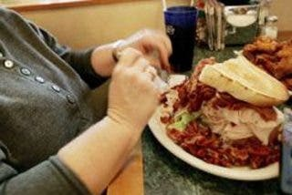 Las mujeres que disfrutan menos al comer tienden a ser obesas