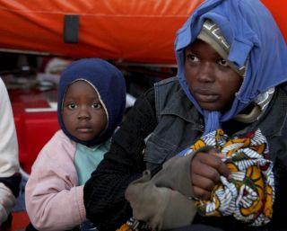 Rescatan cerca de Motril una patera con ocho bebés a bordo