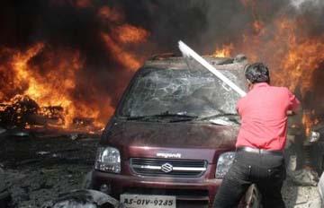 Al menos 33 muertos y 200 heridos por la explosión encadenada de 18 bombas en India