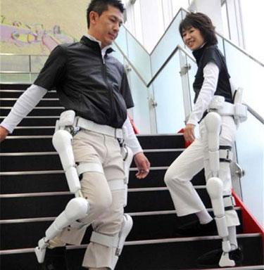 Traje robot ayuda a discapacitados y a los ancianos a caminar