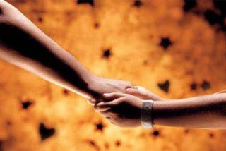 Tener las manos calientes nos hace más cariñosos