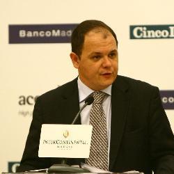 El Gobierno avalará los créditos bancarios con otros 100.000 millones en 2009