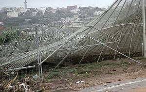 50 inmigrantes intentan entrar en Melilla aprovechando la rotura de la verja por la riada