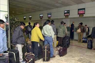 Colombia encabeza las peticiones de asilo en Barajas, que descendieron un 60%