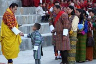 Bután corona al monarca más joven del mundo