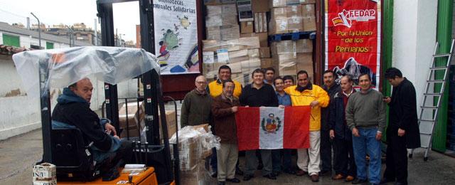 """Campaña del """"Librotón"""" fue todo un éxito: se han enviado más de 50 mil libros a Perú"""