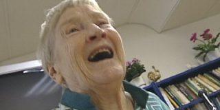 Con 93 años, se convierte en la nueva estrella del Rap