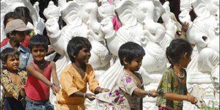 Mueren seis niños y otros 60 están enfermos tras beber leche adulterada
