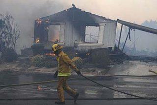 El fuego destruye 600 casas móviles en su avance hacia Los Ángeles