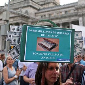 Miles de argentinos le plantan cara al saqueo de las pensiones de Kirchner