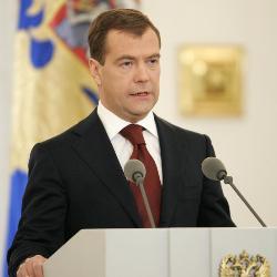 Medvedev podría dimitir en 2009 para dejar de nuevo vía libre a Putin hacia el Kremlin