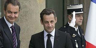 """Zapatero a Sarkozy tras lograr una silla en la cumbre: """"Te daré todo lo que me pidas"""""""