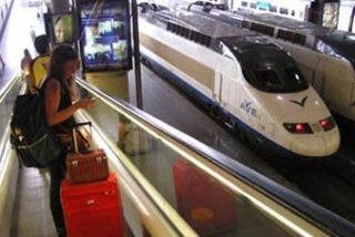Los viajeros españoles cambian el avión por el AVE