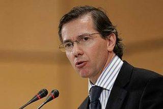 Agotado el crédito y agobiado por la crisis, Zapatero rumia un cambio de ministros