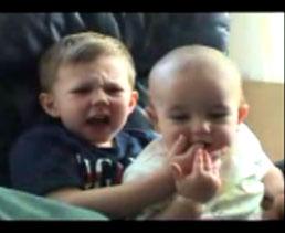 El mordisco de un bebé a su hermano, es el video más visto en Youtube