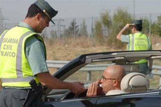 La mayoría de los conductores cree que con cuatro copas no da positivo