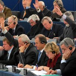 La Eurocámara afronta hoy dividida la votación de las 65 horas semanales