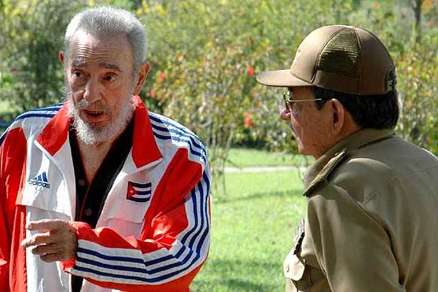"""Fidel Castro acusa de """"indignos"""" a dos de los destituidos por su hermano Raúl"""