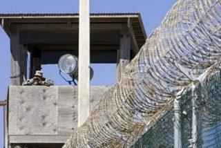 "Un ex fiscal denuncia ""tratos inhumanos"" en Guantánamo"