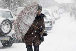 La Guardia Civil y el Ejército rescatan 400 vehículos atrapados en la nieve