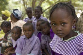 34 niños mueren envenenados por un jarabe