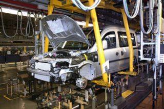Las empresas automovilísticas que presenten ERE no recibirán ayudas