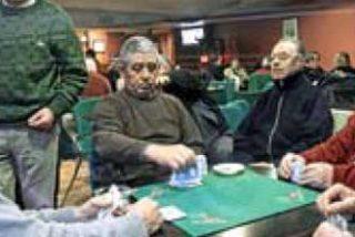 Los compañeros de tute de toda la vida de Ignacio Uria siguieron jugando como si nada