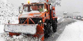 La nieve corta las carreteras en buena parte de España