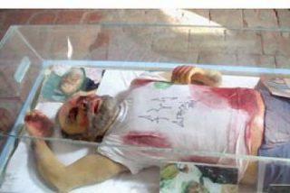 Exhiben una réplica de Raúl Reyes muerto en el museo de cera