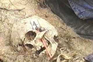 Hallan huesos calcinados en un centro de detención de la dictadura argentina