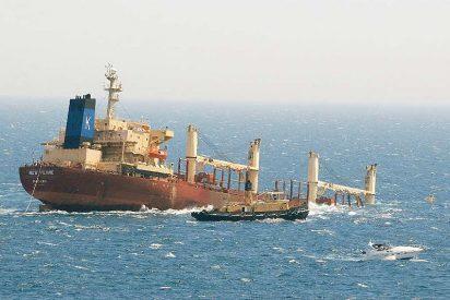 El buque chatarrero 'New Flame' está a punto de hundirse en Algeciras