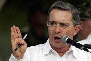 """Uribe responde a las FARC resaltando la """"respetabilidad"""" de España y de la Iglesia"""