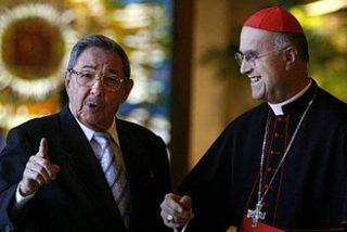 El cardenal Bertone critica el bloqueo de EEUU sobre Cuba tras reunirse con Raúl Castro