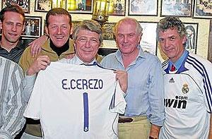 Cerezo pide disculpas por ponerse la camiseta del Real Madrid