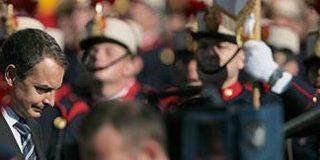 Defensa eliminó del Dos de Mayo una patriótica jota y el himno nacional