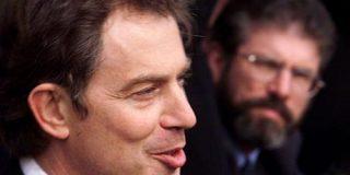 Blair llegó a ofrecerle a los terroristas del IRA negociar con los rostros tapados