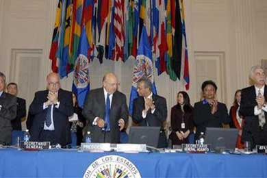 """Correa da por superada una """"tremenda crisis"""" con Colombia tras la resolución de la OEA"""