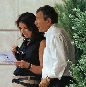 Versace anuncia la próxima boda de la ex de Sarkozy