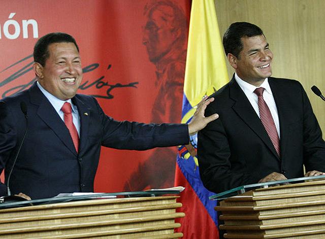 El presidente de Ecuador niega haber recibido 400.000 dólares de las FARC pero todo le acusa