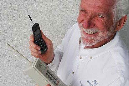 La existencia del teléfono fijo defrauda al inventor del móvil 35 años después de su creación