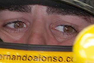 Hamilton manda en Sepang y Alonso se hunde hasta el 14º lugar