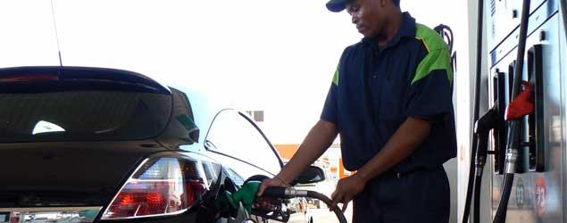 Llenar el depósito con gasoil cuesta 12,6 euros más que la pasada Semana Santa