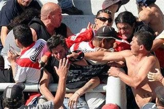 Otra noche violenta en el fútbol argentino